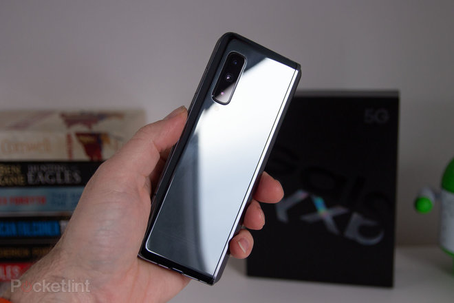 147776-phones-review-review-galaxy-fold-full-review-image10-xut5ly4qwo-1.jpg