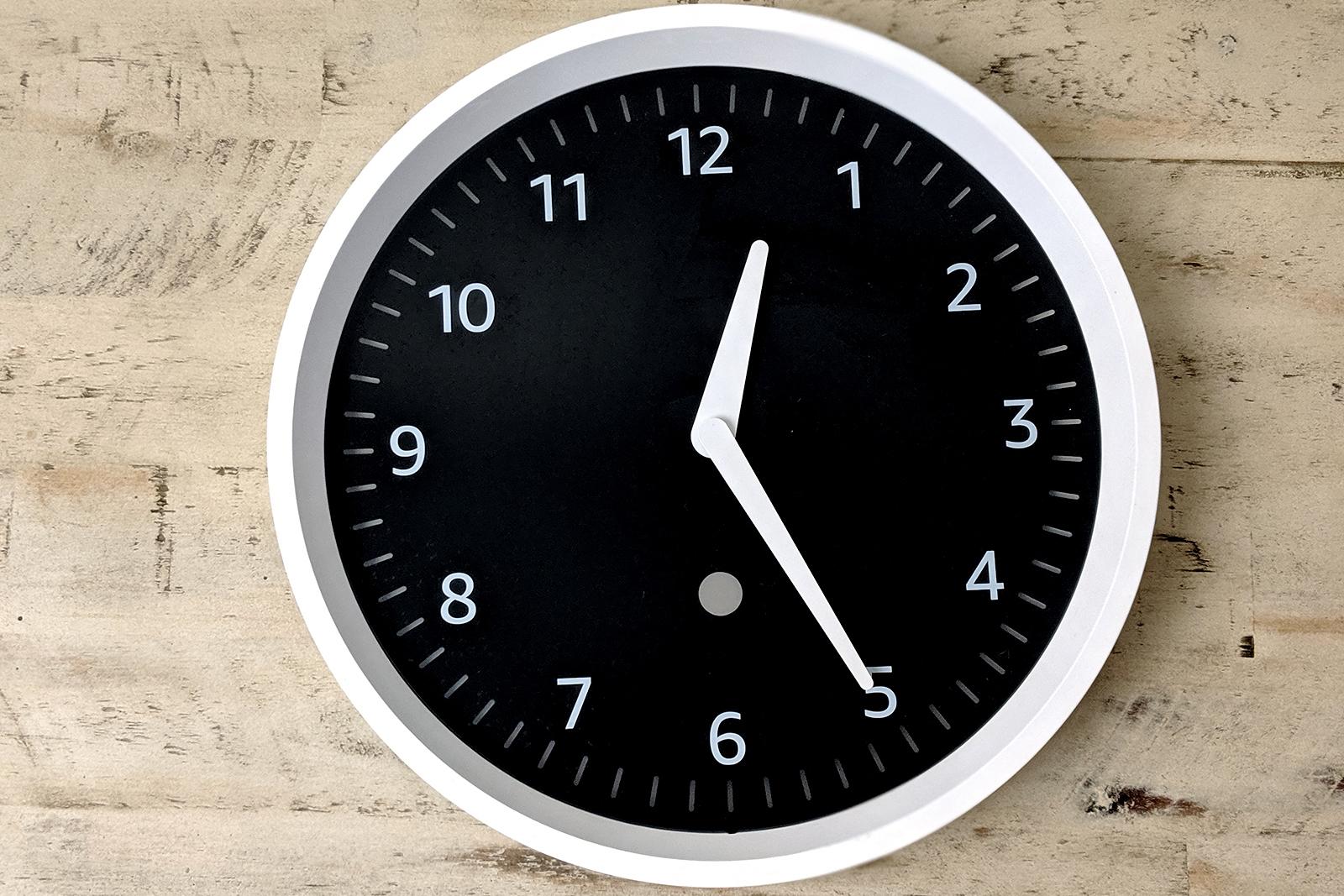 148766-smart-home-review-echo-wall-clock-image1-yhik6caxgz.jpg