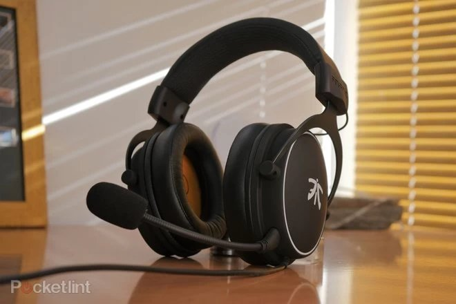152198-headphones-buyer-s-guide-best-xbox-one-headsets-for-2020-superb-headphones-for-party-chat-and-gaming-image1-rptc351tbw.jpg