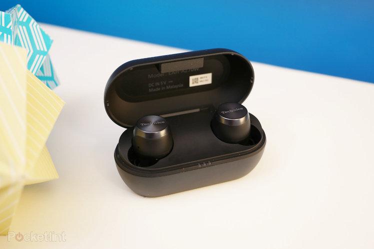 153366-headphones-review-technics-eah-az70w-review-image2-t4yg7hjgde-1.jpg