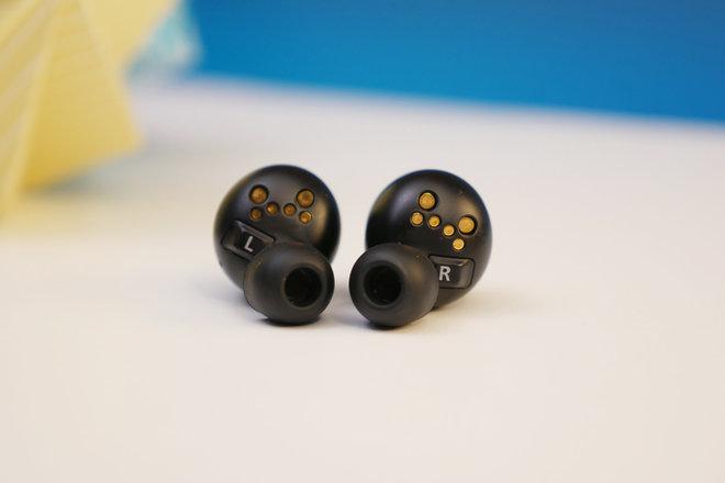 153366-headphones-review-technics-eah-az70w-review-image5-mxu9wsjf6v.jpg
