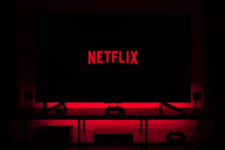 153408-apps-news-netflix-is-testing-out-a-shuffle-button-on-users-image2-urzocffa5i