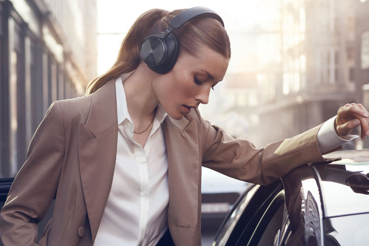 153523-homepage-news-beoplay-h95-are-bang-and-olufsen-s-flagship-headphones-to-celebrate-95-years-image1-0rjfd8gsc4-1.jpg
