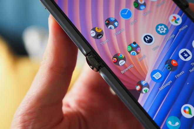 153677-phones-review-moto-razr-2-detail-shots-image5-rsz1yxspvu.jpg