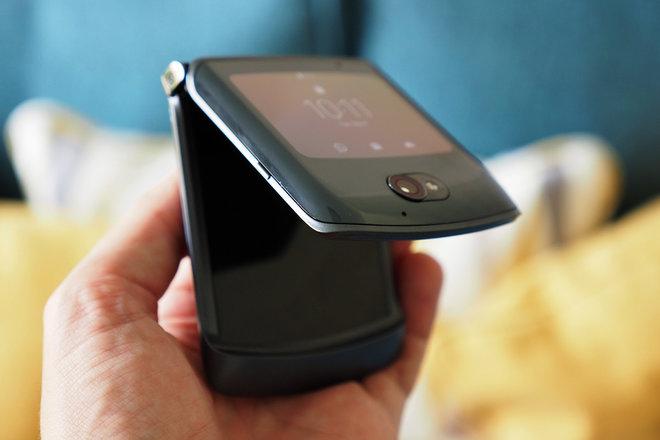 153677-phones-review-razr-2-quick-view-display-image6-mpw6duydau.jpg