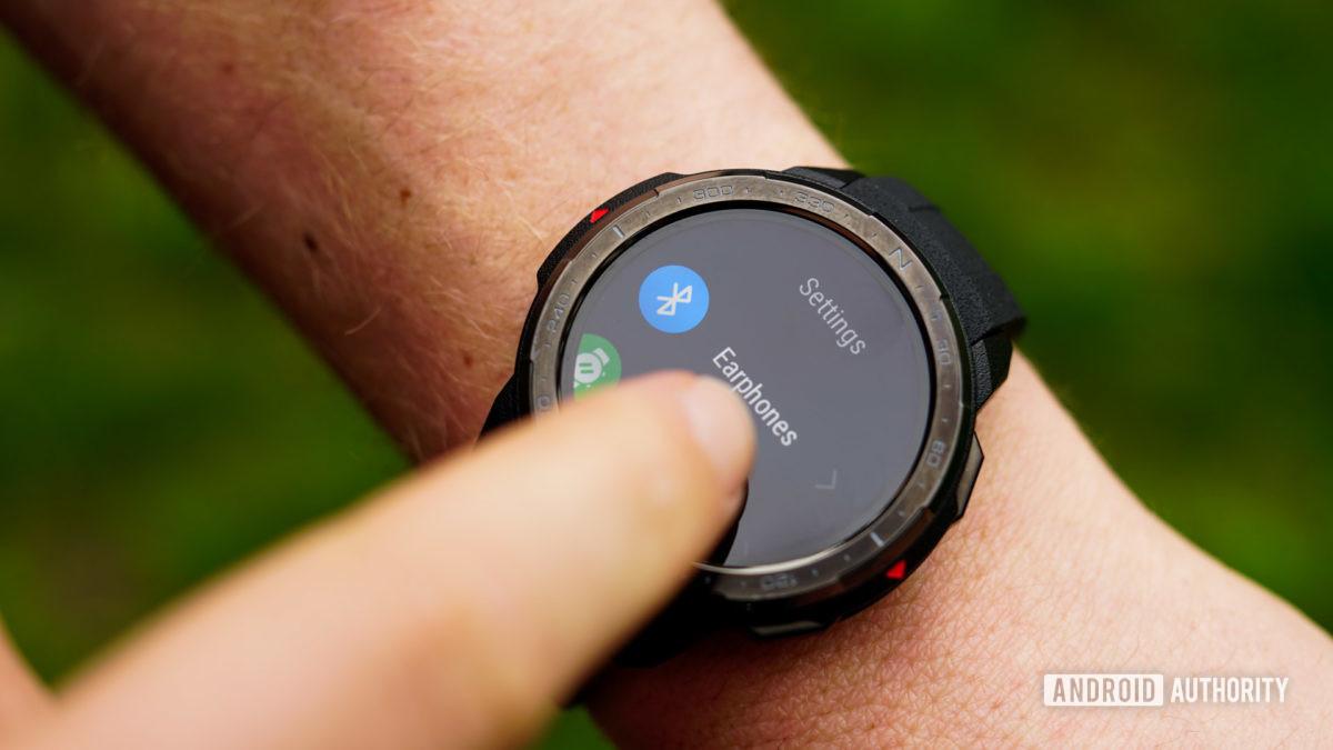 設置中的Honor Watch GS Pro耳機