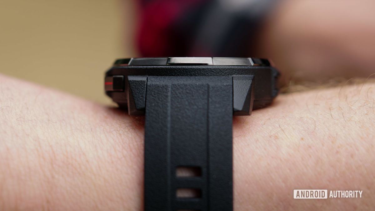 Honor Watch GS Pro側面輪廓和錶帶