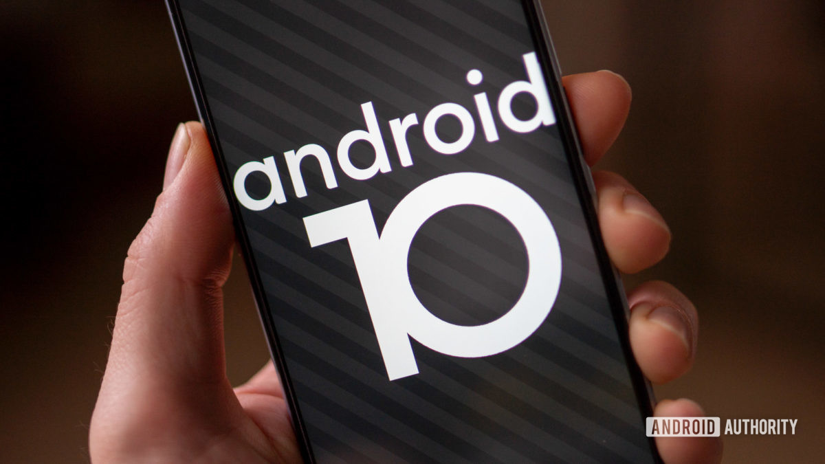 RealmeX3 Superzoom Android 10 easter egg in hand