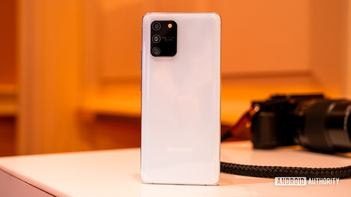 Samsung Galaxy S10 Lite back on table