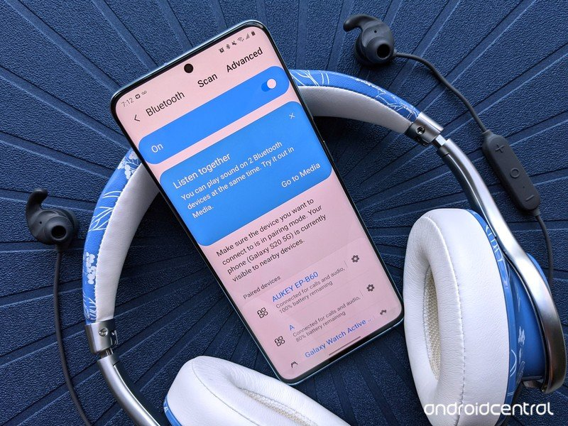 galaxy-s20-review-dual-bluetooth-headphones.jpg
