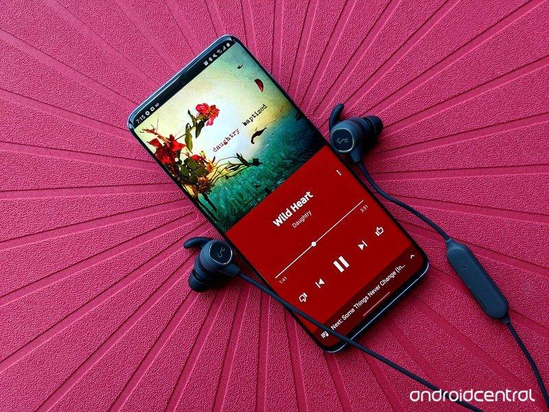 galaxy-s20-review-youtube-music-aukey-b60-headphones.jpg