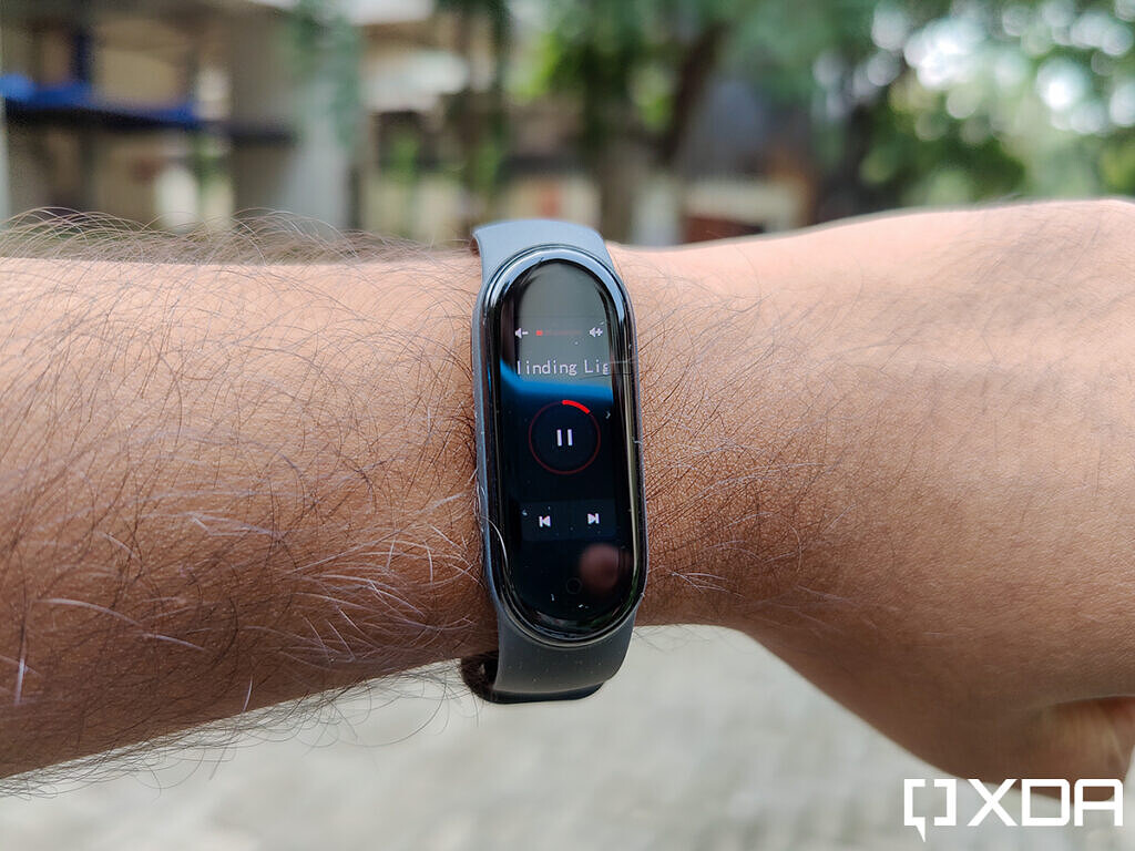 Xiaomi-Mi-Band-5-Music-Player-Control