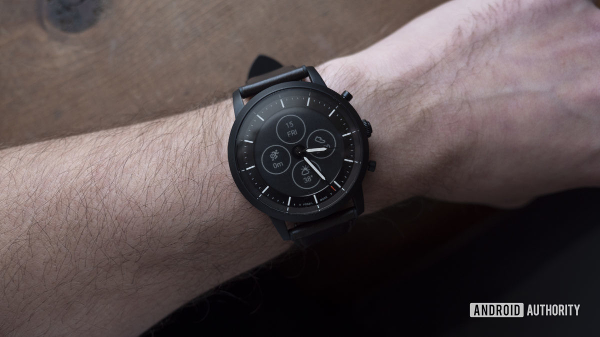 fossil hybrid hr review watch face collider hr on wrist 2