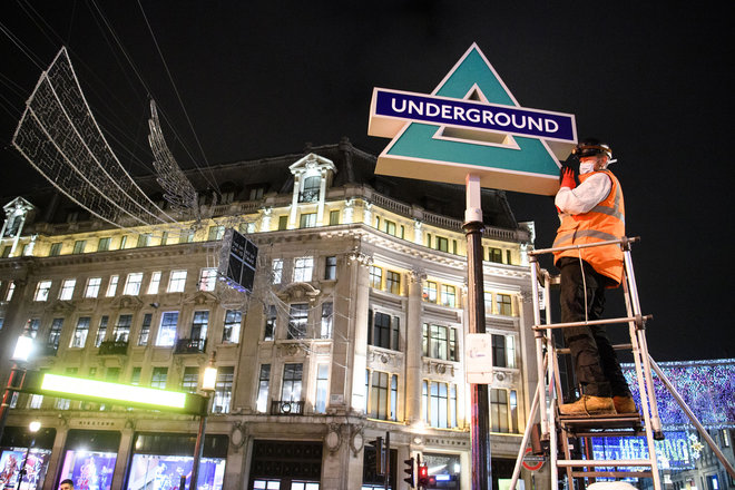 0-news-playstation-takes-over-london-underground-for-uk-ps5-launch-best-stunt-since-oxo-tower-image1-yb9hqacdwa.jpg