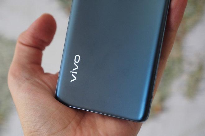 152929-phones-review-hands-on-vivo-x50-pro-review-image14-zjxemhuv28.jpg