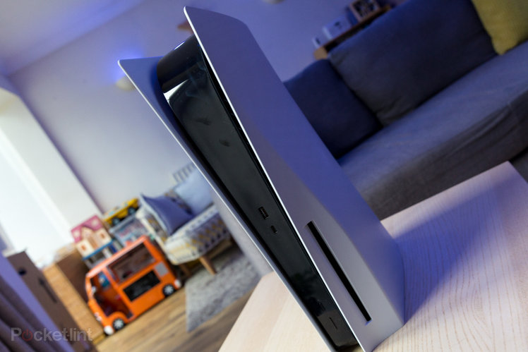 154520-games-news-sony-has-confirmed-the-ps5-will-launch-without-expandable-storage-it-ll-come-later-image1-lwzneyiqih-1.jpg