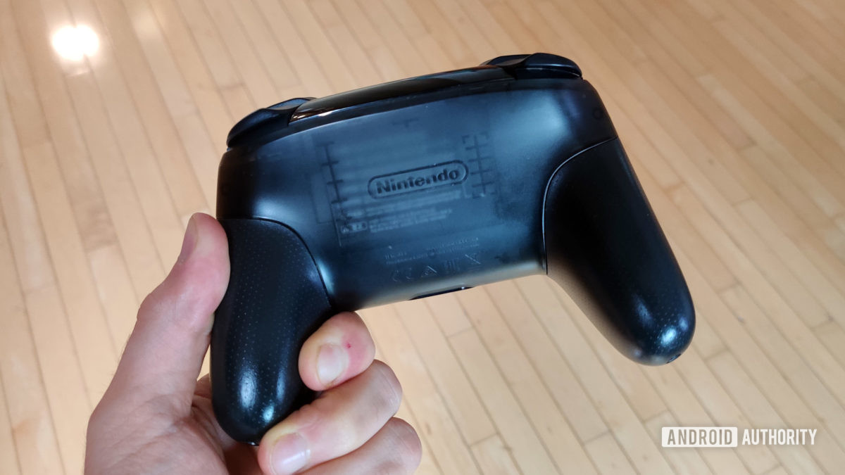 Nintendo Switch Pro Controller review bottom