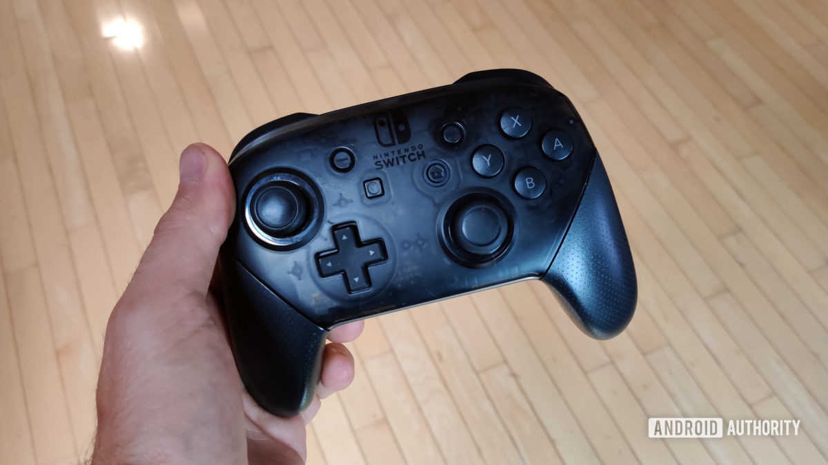 Nintendo Switch Pro Controller review in hand
