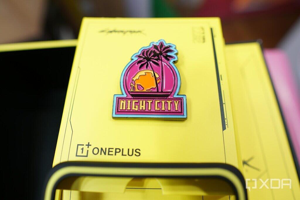 OnePlus-8T-Cyberpunk-Hands-On-XDA15-1024x683-1.jpg