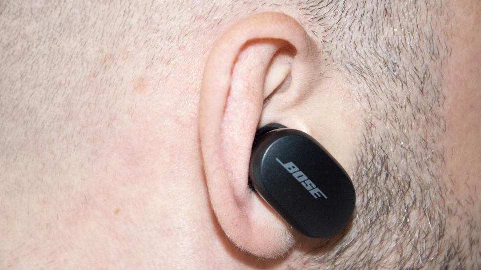 bose_quietcomfort_earbuds_in_ear_close_up.jpg