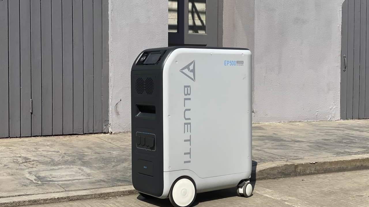 BLUETTI EP500: Giant 5100 watt hour solar battery that allows you to cut the cord to the electrical grid