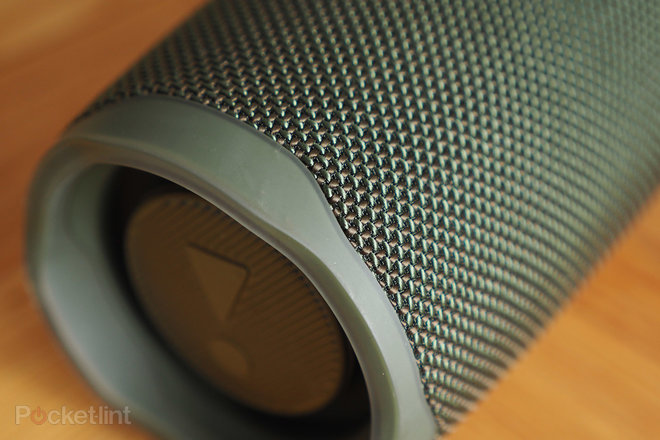 154291-speakers-review-jbl-charge-4-review-image8-ycuo2fcxrs.jpg
