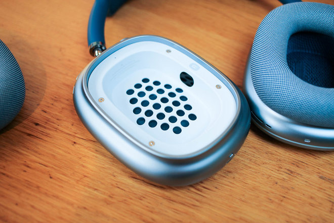 154992-headphones-review-hands-on-apple-airpods-max-initial-review-premium-headphones-with-a-premium-price-image7-7d6oucrzax.jpg