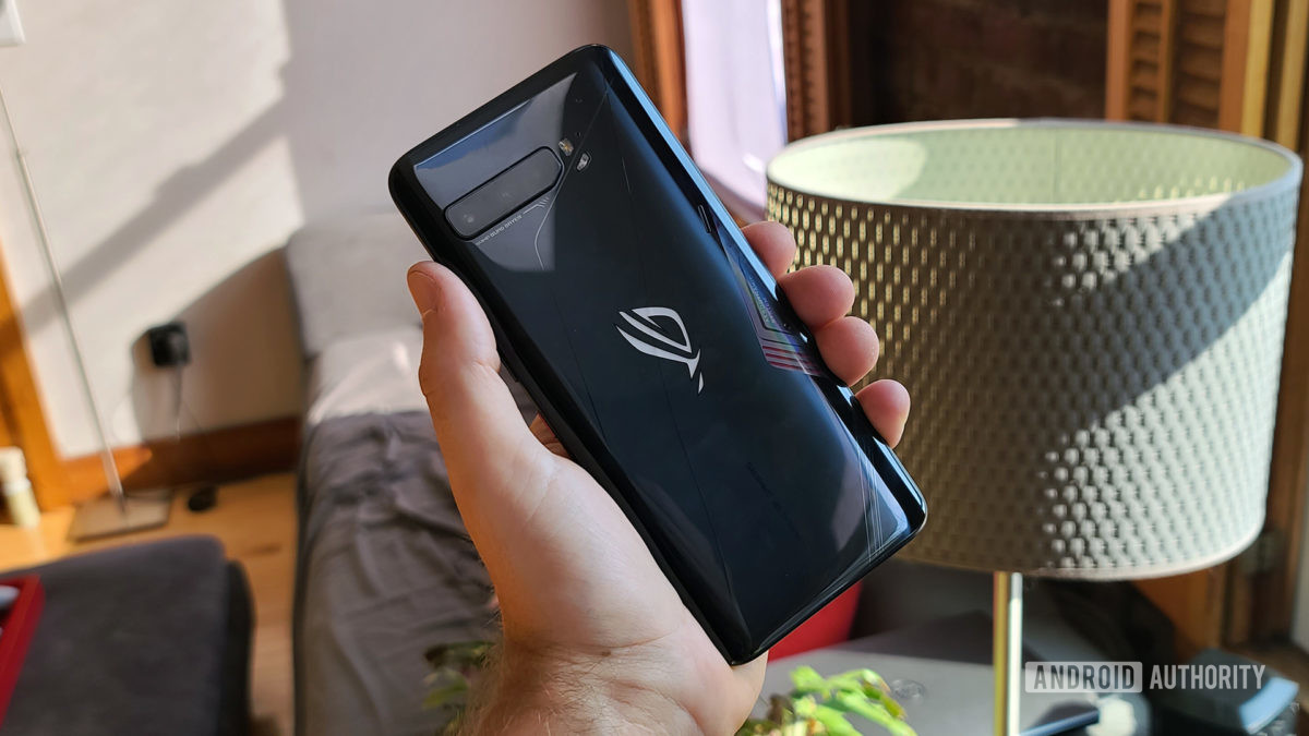 Asus ROG Phone 3 Back in Hand
