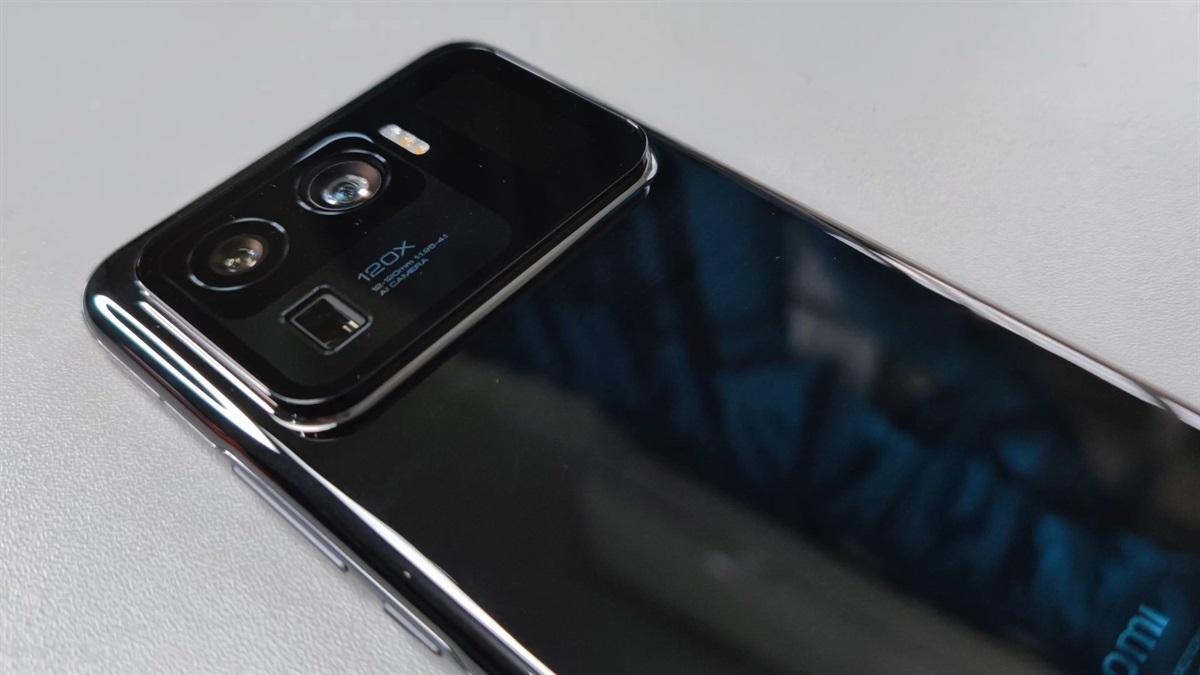 Xiaomi Mi 11 Ultra in black