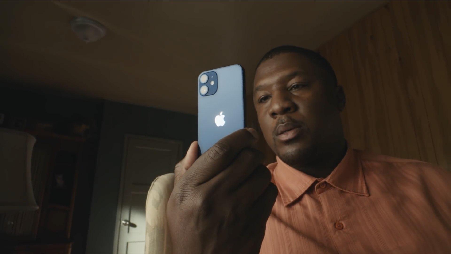 iPhone-12-mini-in-hand-001-1.jpg
