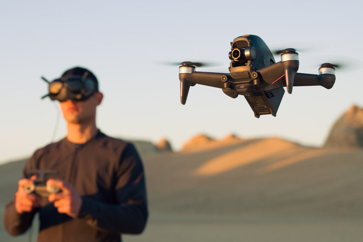 155873-drones-news-dji-fpv-is-a-fast-nimble-drone-and-can-do-0-60-in-2-seconds-image3-rtqkym1bsn-2.jpg