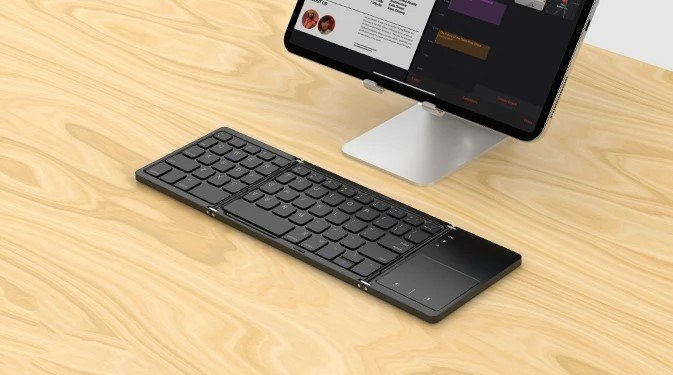 jelly-comb-trackpad-lifestyle.jpg