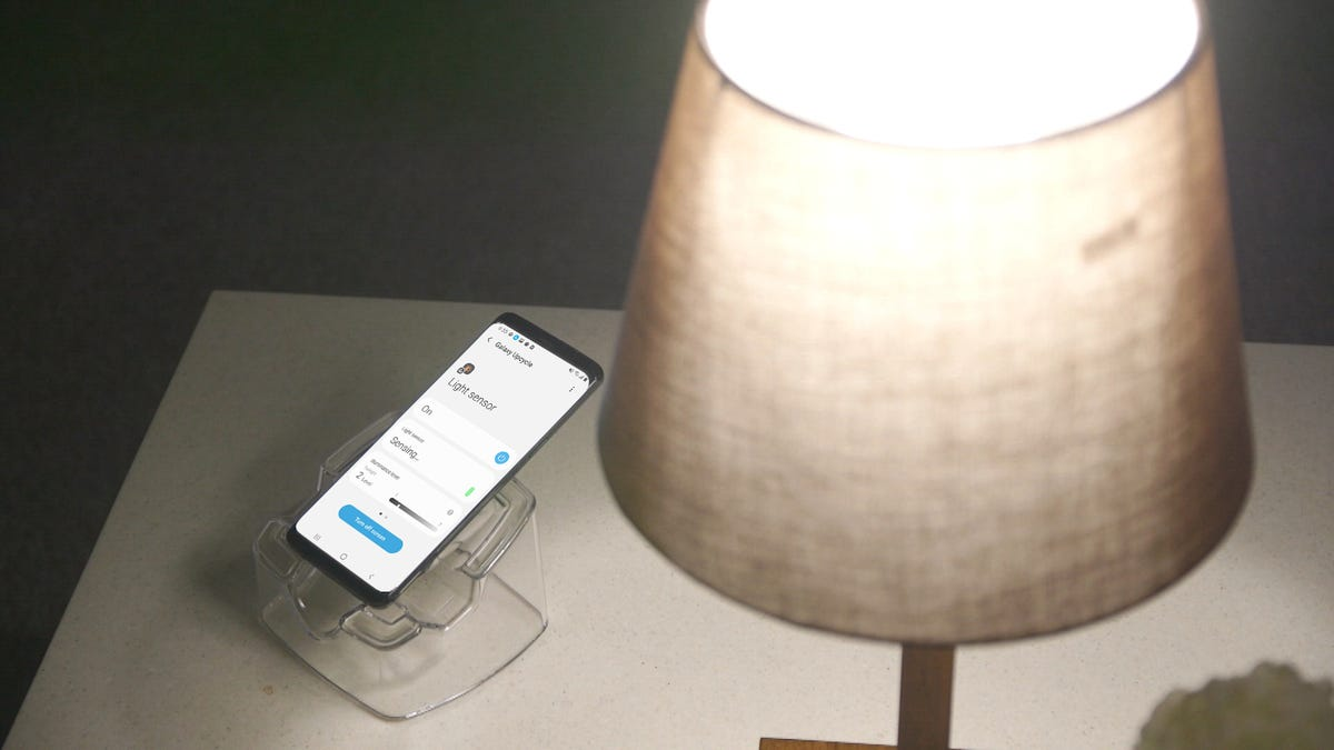 A Samsung Galaxy S9 measuring light levels under a lamp.