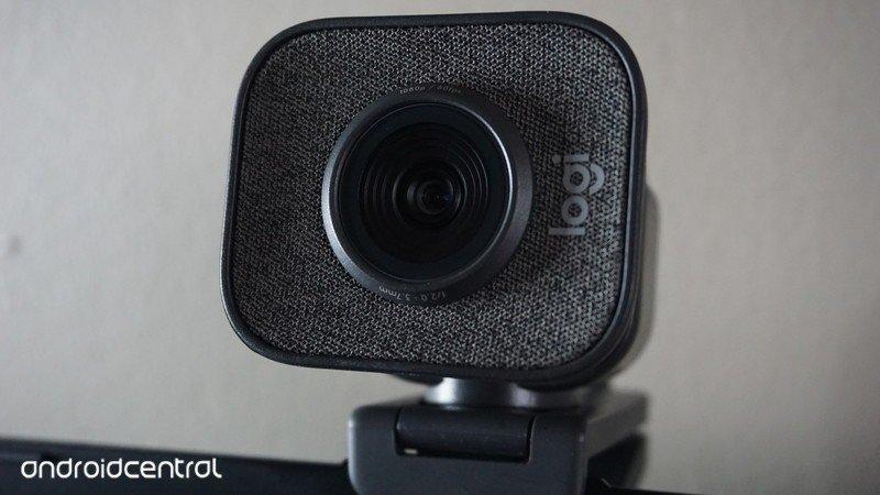 logitech-streamcam-front-5.jpg