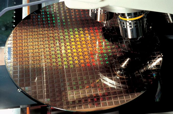 tsmc_semiconductor_chip_inspection_575px