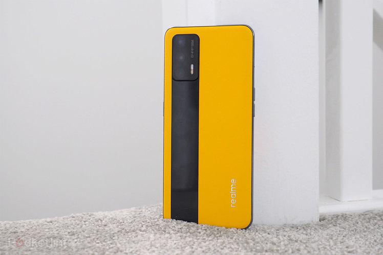 157309-phones-review-realme-gt-review-image2-2t0i9kszuv-1.jpg