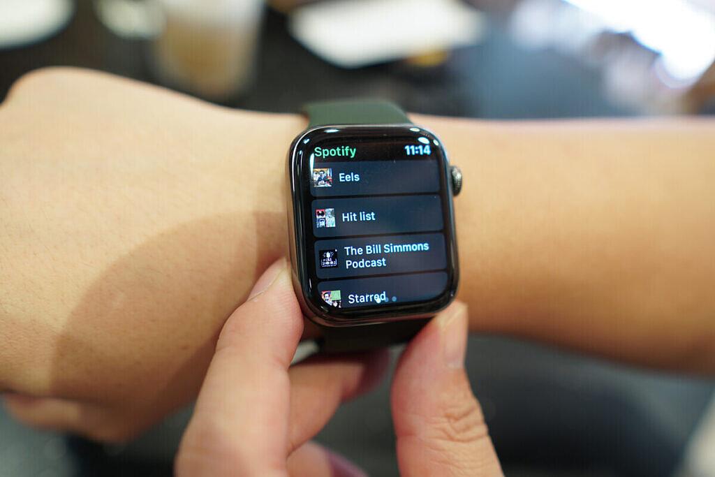 Galaxy-Watch-3-Apple-Watch-6XDA1-1024x683-2