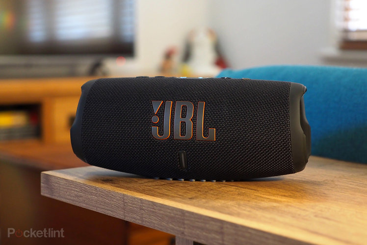 157610-speakers-review-jbl-charge-5-review-image1-4bvjkgsxy5-1.jpg