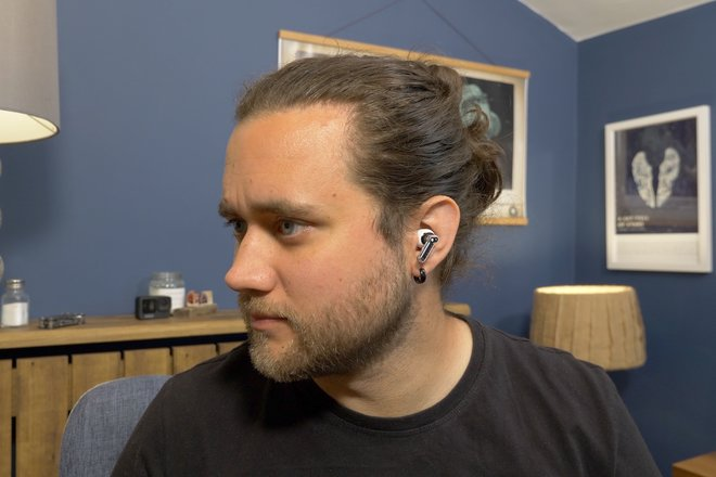 157847-headphones-review-nothing-ear-1-review-image10-mypdki5lu4.jpg