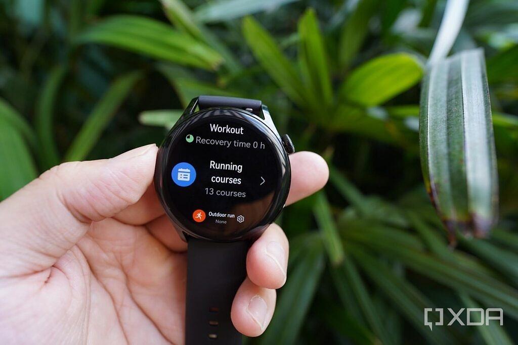 Huawei Watch 3's OLED screen
