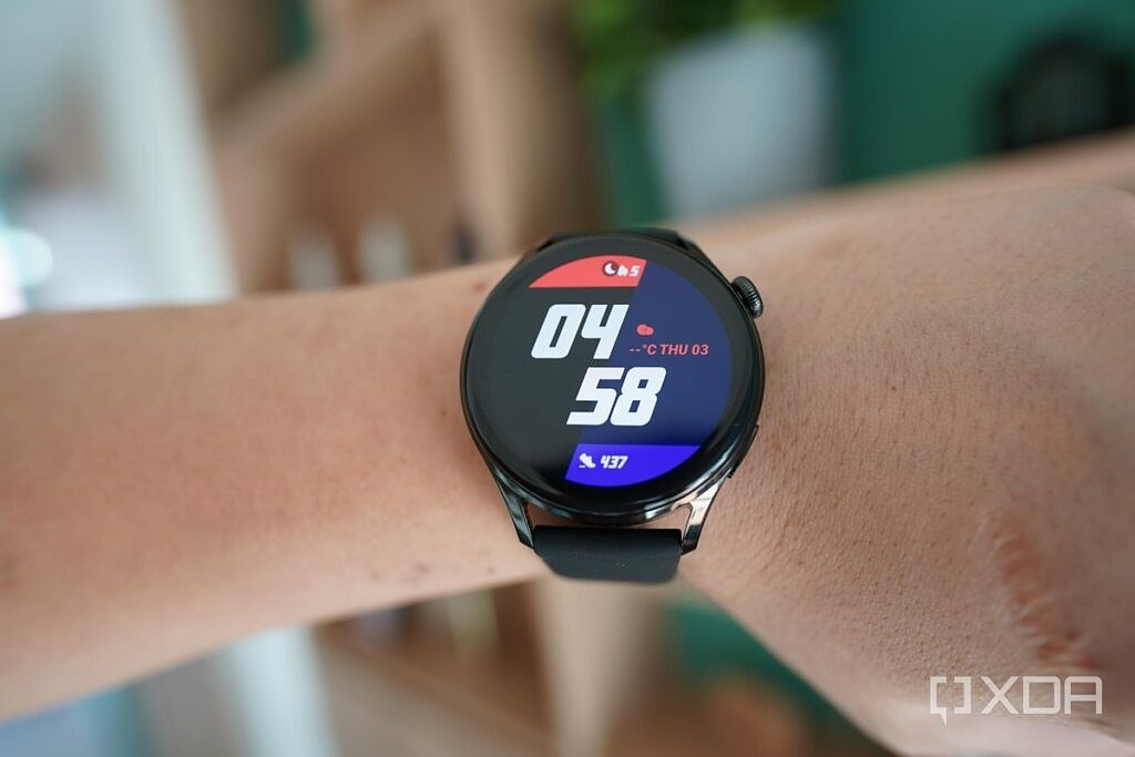 The Huawei Watch 3 with a minimal watch face.