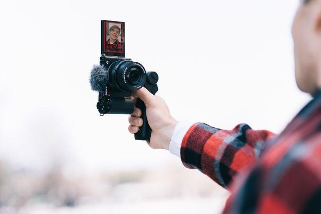 157820-cameras-news-sony-adds-interchangeable-lenses-and-aps-c-sensor-to-its-zv-vlogger-range-image4-7daf3fvsmn.jpg