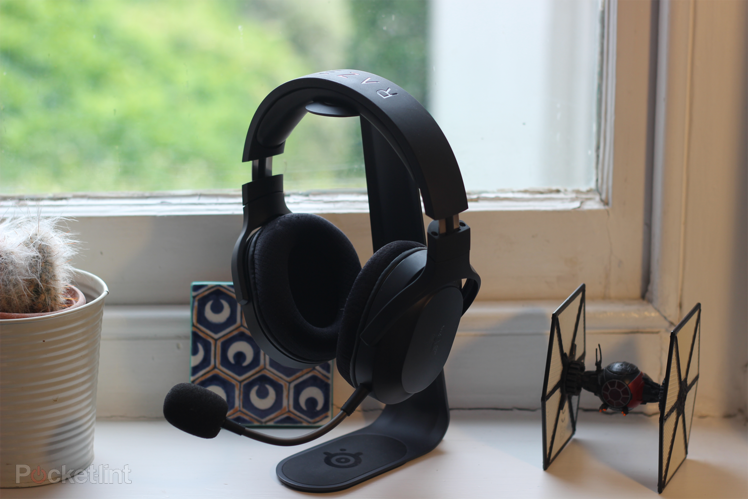 157848-headphones-review-razer-barracude-x-review-a-dead-solid-mid-range-headset-image1-hpgq1wsa4g-2.png