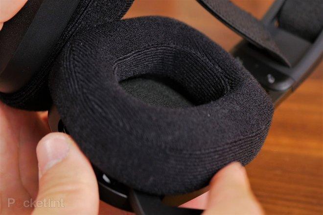 157935-headphones-review-corsair-hs80-rgb-wireless-gaming-headset-review-image13-n4pkodyqxw.jpg