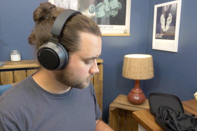 157936-headphones-news-five-reasons-why-we-love-the-philips-fidelio-l3-image4-xmelnf176k.jpg
