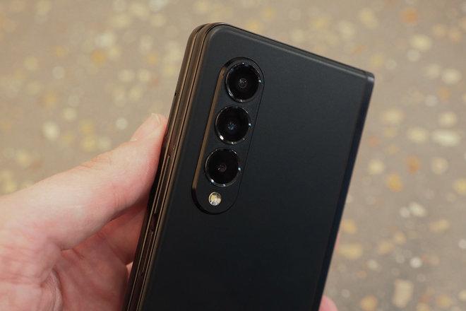 157961-phones-review-hands-on-z-fold-3-folded-image13-jm79hg5t46.jpg