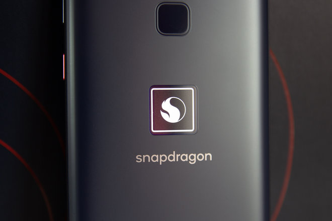 158039-phones-review-hands-on-smartphone-for-snapdragon-insiders-image2-xqrb3ymokd.jpg