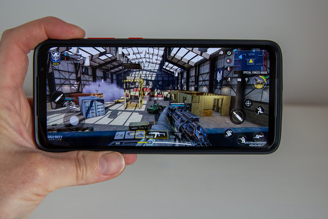 158039-phones-review-hands-on-smartphone-for-snapdragon-insiders-image24-bknnkpwm8y.jpg