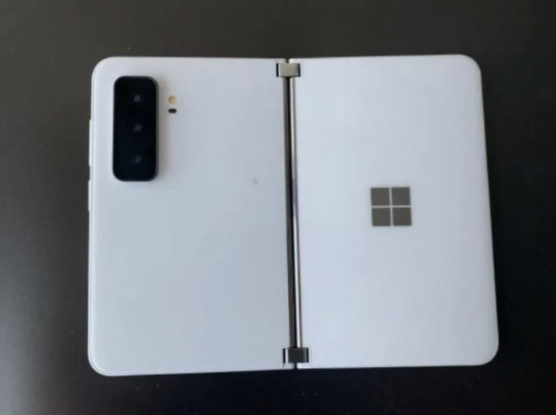 Microsoft-Surface-Duo-2-2.jpg