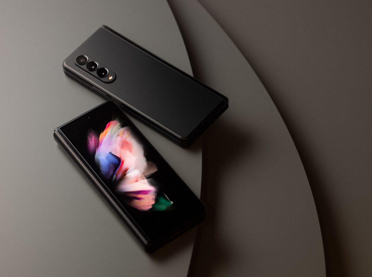 Samsung-Galaxy-Z-Fold-3-45-1280x955-3.jpg